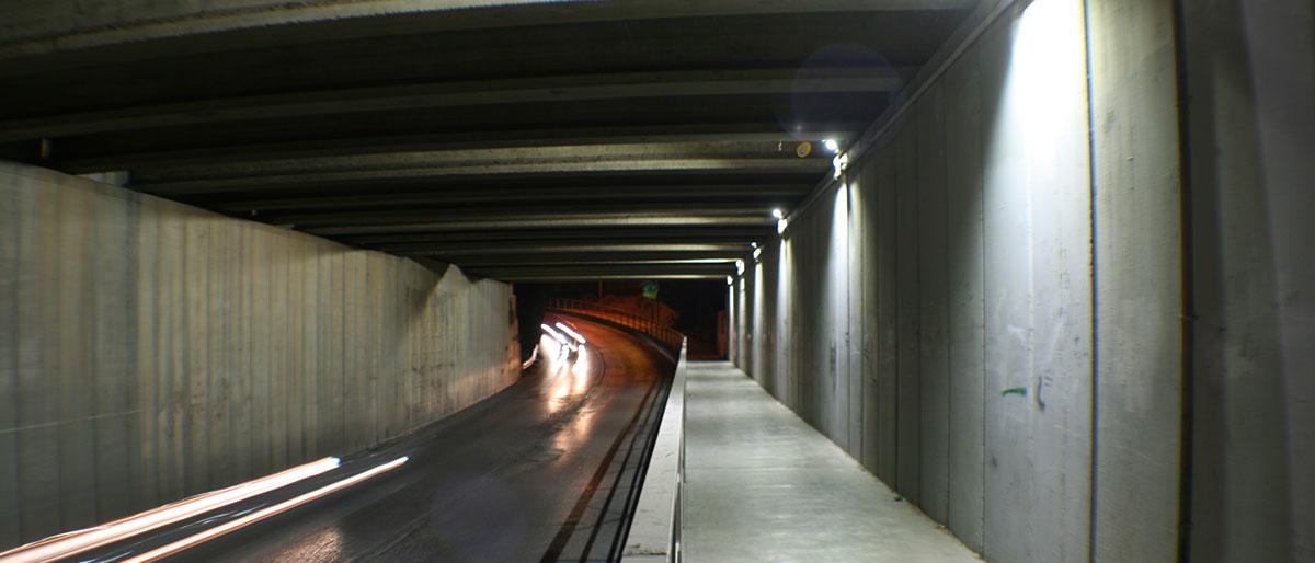 Túnel con alumbrado LED