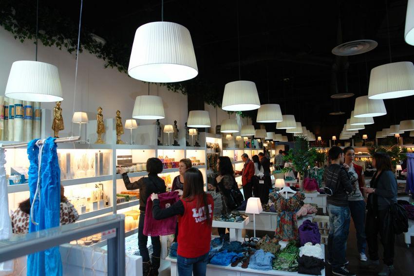 Iluminaci n led en tiendas natura as de led for Oficinas barclays valencia