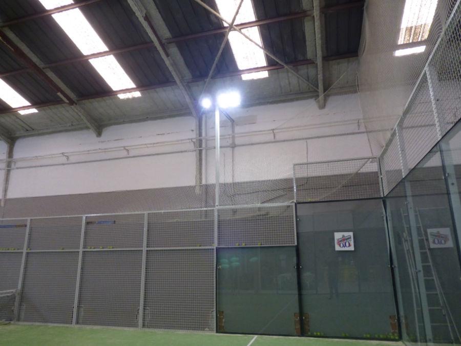 Iluminaci n led en pistas de p del as de led for Oficinas barclays valencia