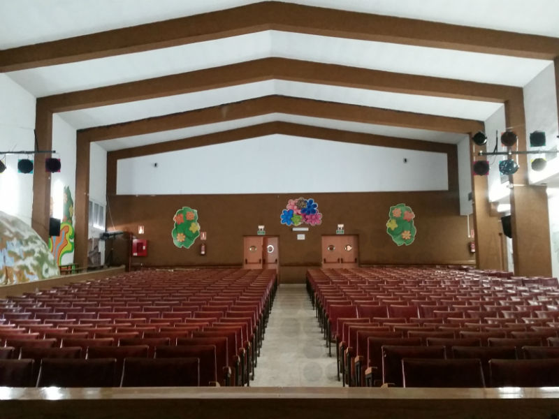 Iluminaci n led en c c colegio montpellier madrid - Salon de massage montpellier ...