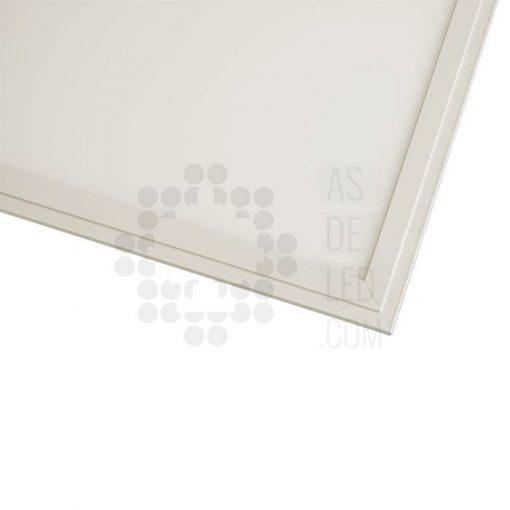 Panel LED cuadrado para techo con marco blanco (detalle)