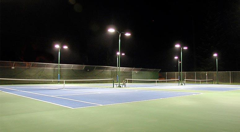 Iluminacion LED en pista de padel por la noche